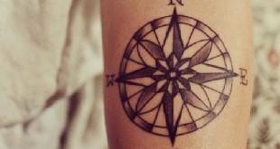 Kompass Tattoo auf dem Unterarm