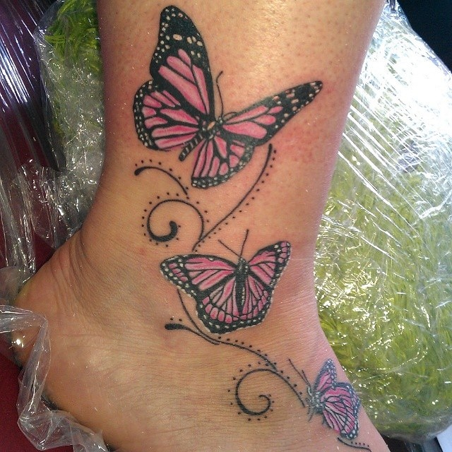 Schmetterling Tattoo Am Knochel