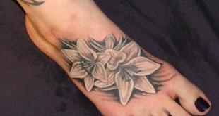 Blumen Tattoo auf dem Fuss
