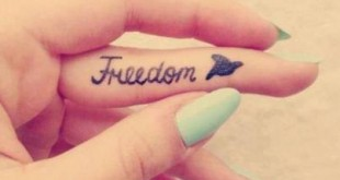 Freedom Tattoo Spruch am Finger