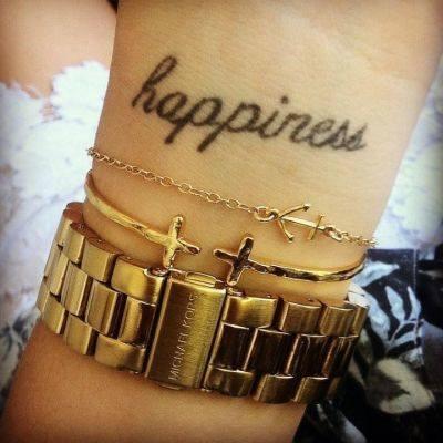 Happiness Tattoo am Handgelenk