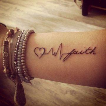 Faith Tattoo am Unterarm