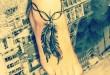 Feder Tattoo am Fuß